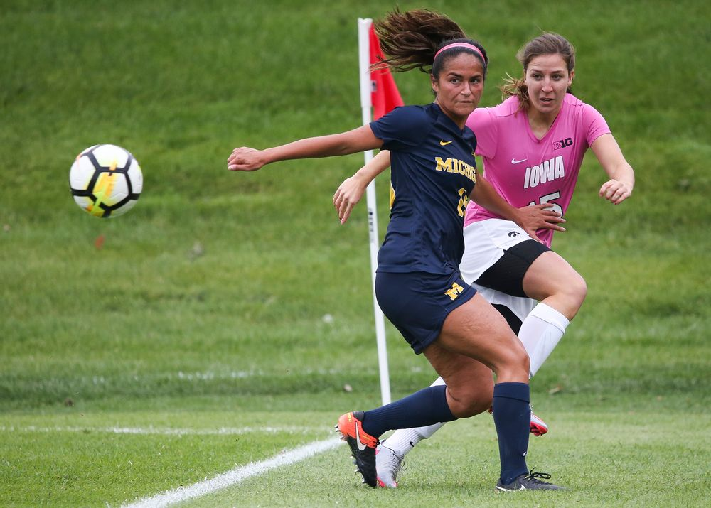 Iowa Hawkeyes forward Rose Ripslinger (15) passes the ball during a game against Michigan at the Iowa Soccer Complex on October 14, 2018. (Tork Mason/hawkeyesports.com)