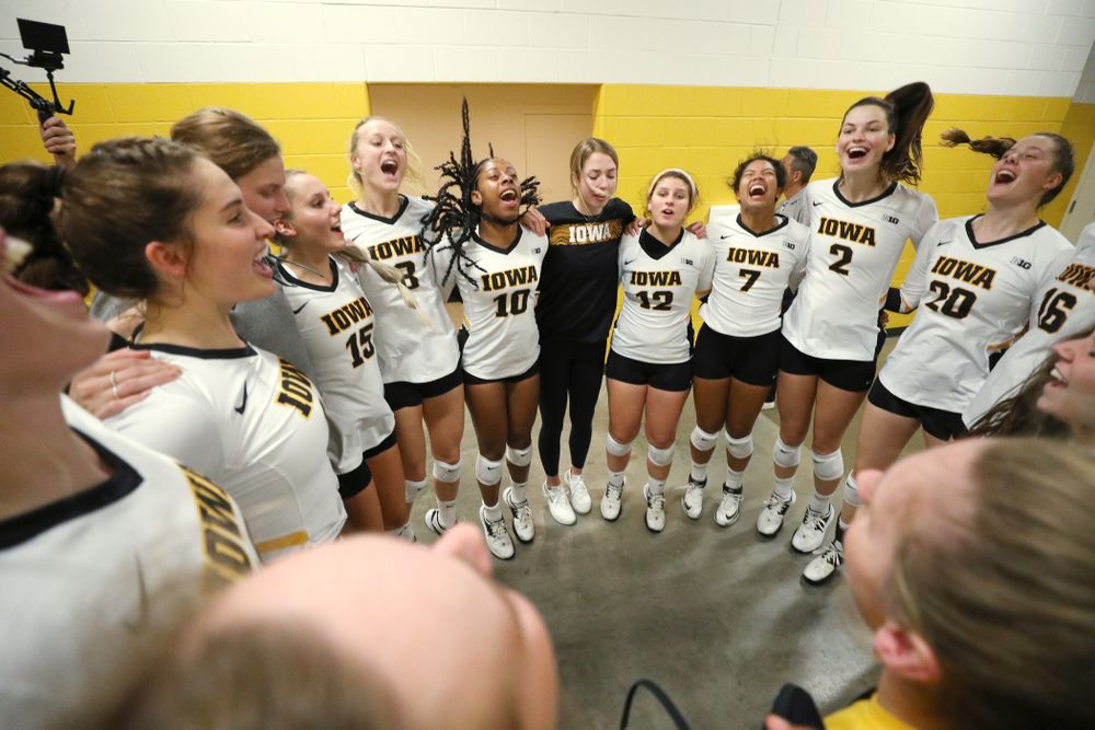 The Iowa Hawkeyes gather before their game against the Minnesota Golden Gophers Wednesday, October 2, 2019 at Carver-Hawkeye Arena. (Brian Ray/hawkeyesports.com)