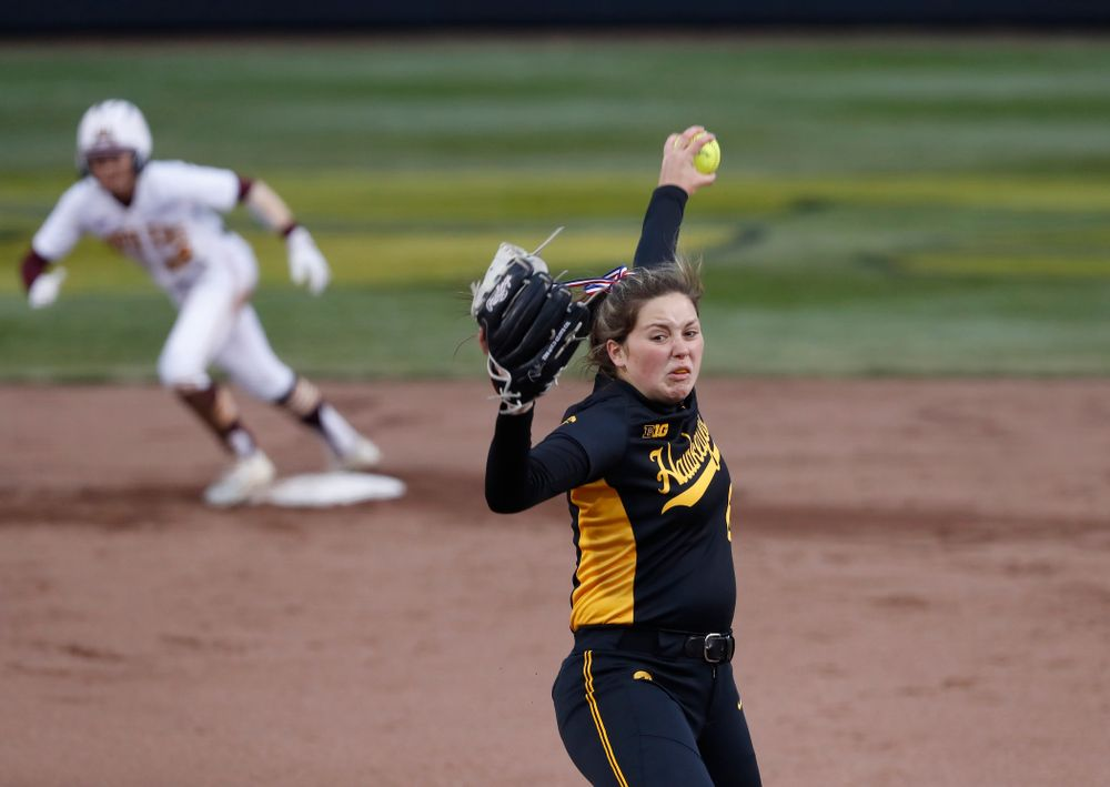 Iowa Hawkeyes starting pitcher/relief pitcher Lauren Shaw (8) against the Minnesota Golden Gophers Friday, April 13, 2018 at Bob Pearl Field. (Brian Ray/hawkeyesports.com)