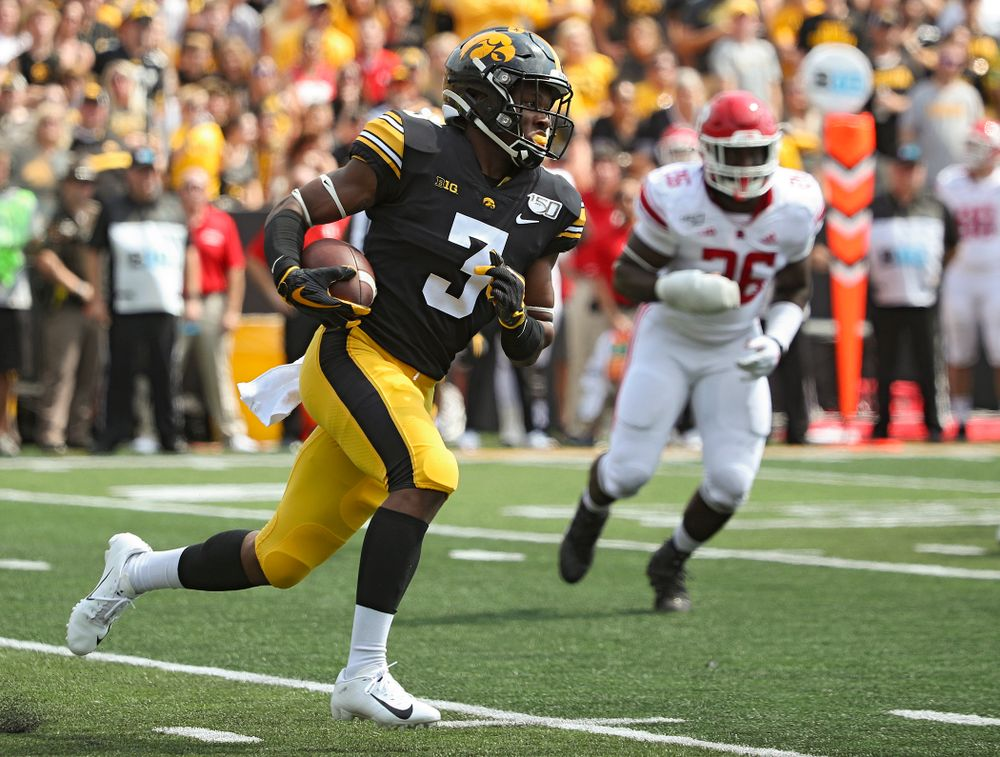 Iowa Hawkeyes wide receiver Tyrone Tracy Jr. (3) runs on a reverse during the third quarter of their Big Ten Conference football game at Kinnick Stadium in Iowa City on Saturday, Sep 7, 2019. (Stephen Mally/hawkeyesports.com)