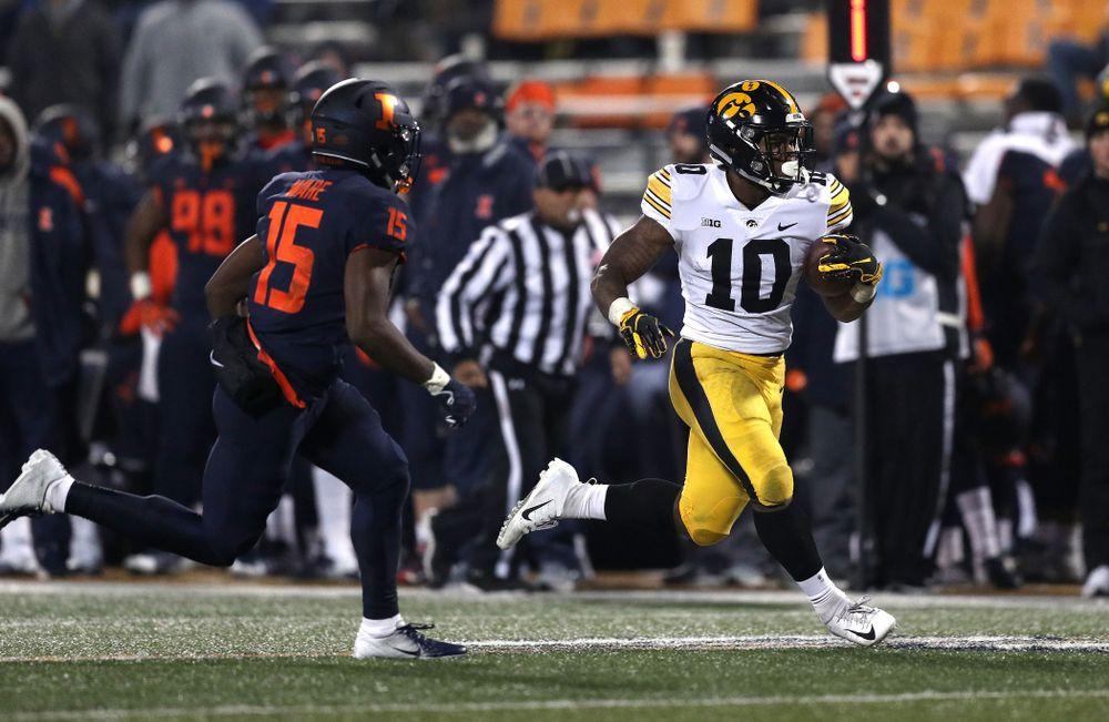 Iowa Hawkeyes running back Mekhi Sargent (10) scores against the Illinois Fighting Illini Saturday, November 17, 2018 at Memorial Stadium in Champaign, Ill. (Brian Ray/hawkeyesports.com)