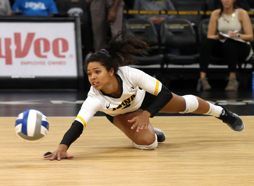 Iowa Hawkeyes setter Gabrielle Orr (7) against the Northwestern Wildcats Wednesday, October 24, 2018 at Carver-Hawkeye Arena. (Brian Ray/hawkeyesports.com)