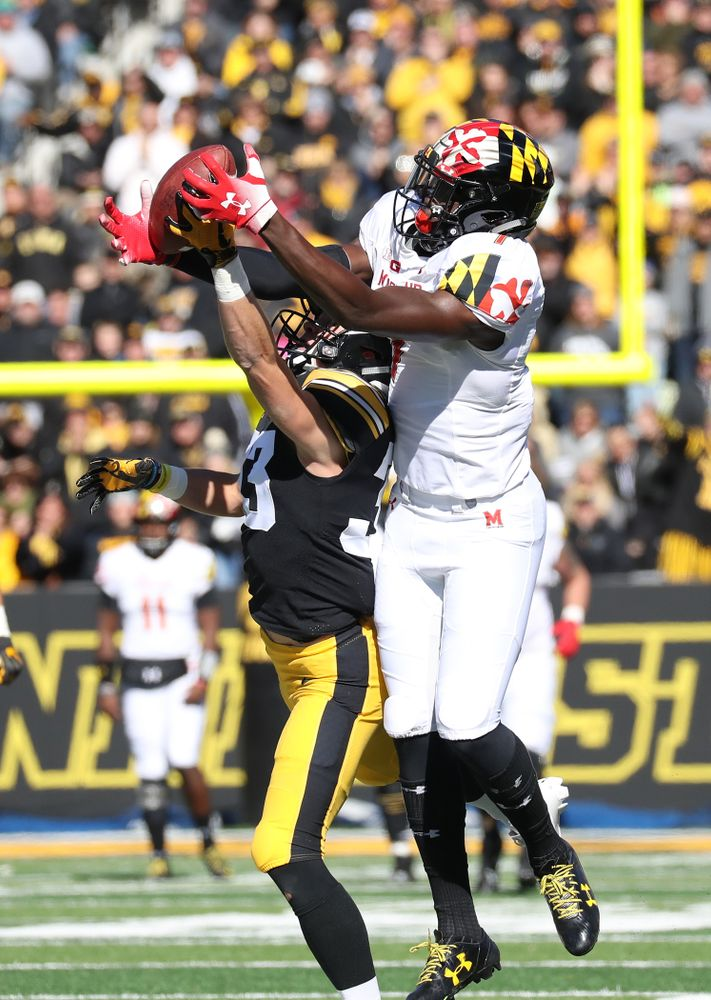 Iowa Hawkeyes defensive back Riley Moss (33) breaks up a pass against the Maryland Terrapins Saturday, October 20, 2018 at Kinnick Stadium (Max Allen/hawkeyesports.com)