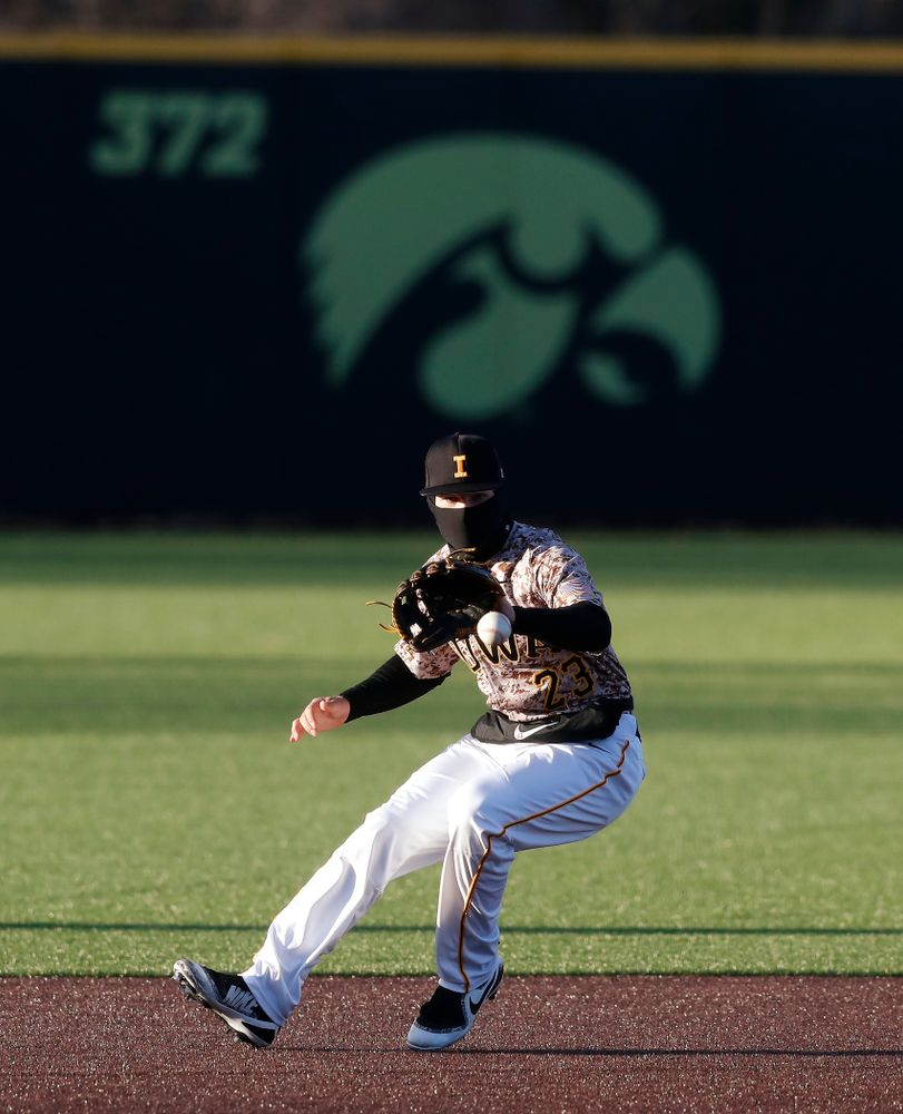 Iowa Hawkeyes infielder Kyle Crowl (23) against the Ohio State Buckeyes Saturday, April 7, 2018 at Duane Banks Field. (Brian Ray/hawkeyesports.com)