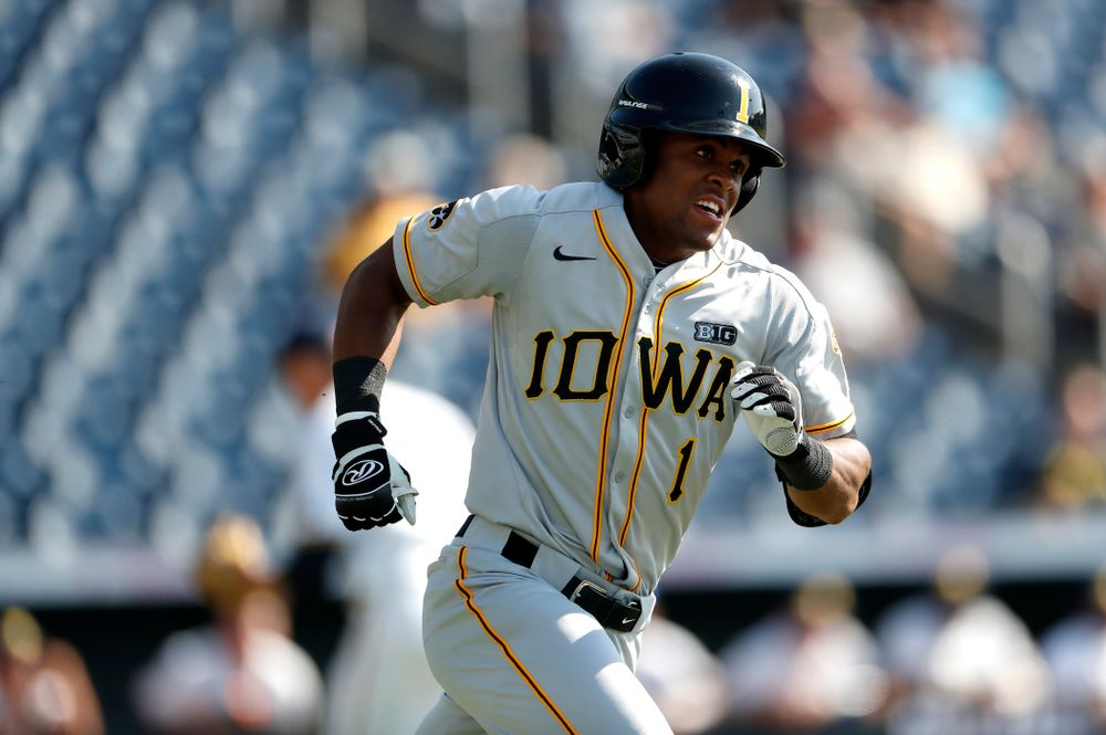 Iowa Hawkeyes third baseman Lorenzo Elion (1) against the Michigan Wolverines in the first round of the Big Ten Baseball Tournament  Wednesday, May 23, 2018 at TD Ameritrade Park in Omaha, Neb. (Brian Ray/hawkeyesports.com)