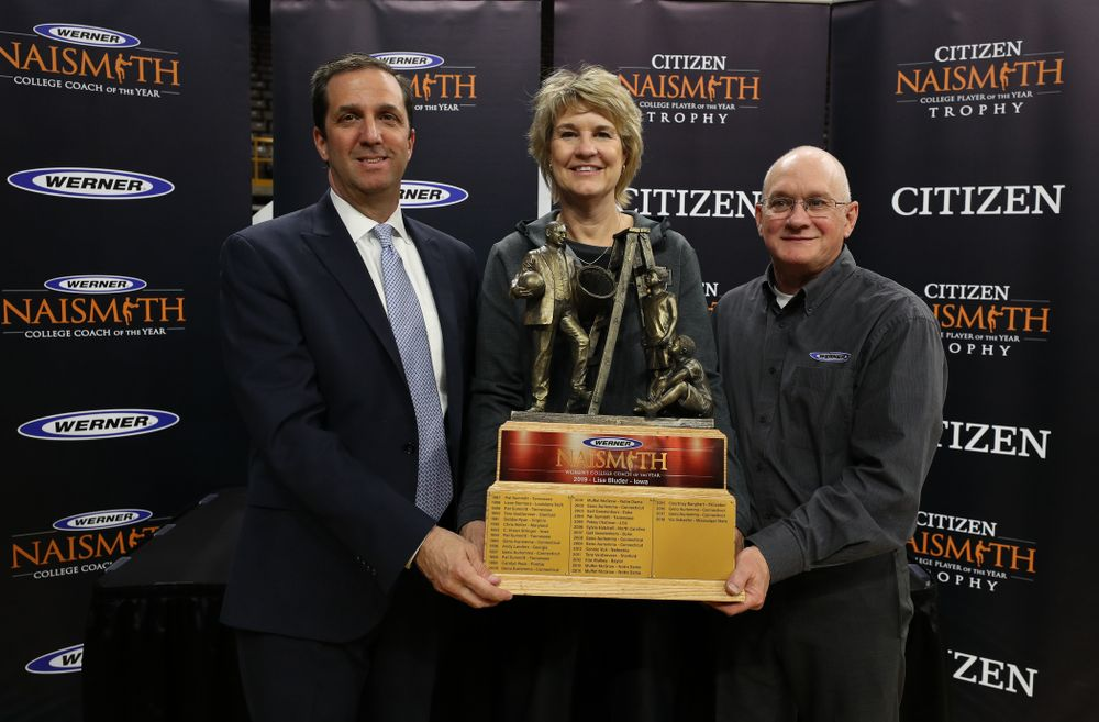Iowa Hawkeyes head coach Lisa Bluder with the Naismith Coach Of the Year Trophy during the teamÕs Celebr-Eight event Wednesday, April 24, 2019 at Carver-Hawkeye Arena. (Brian Ray/hawkeyesports.com)