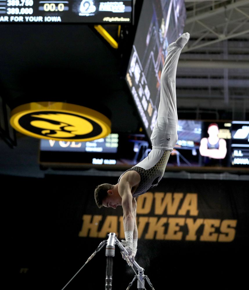 Iowa's Mitch Mandozzi competes on the high bar against Illinois Sunday, March 1, 2020 at Carver-Hawkeye Arena. (Brian Ray/hawkeyesports.com)