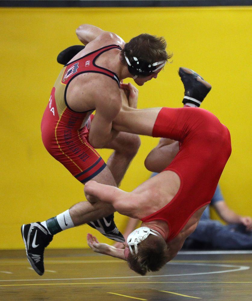 141 -- Max Murin dec. Carter Happel, 3-1