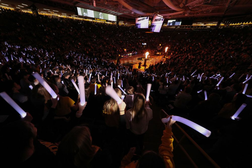 Fans cheer for the Iowa Hawkeyes before their game against the Michigan State Spartans Thursday, January 24, 2019 at Carver-Hawkeye Arena. (Brian Ray/hawkeyesports.com)