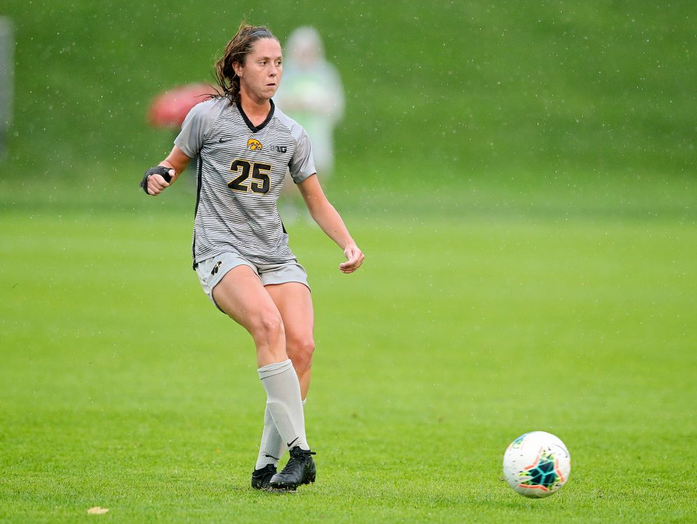 Iowa midfielder Josie Durr (25) passes the ball during the second half of their match at the Iowa Soccer Complex in Iowa City on Sunday, Sep 29, 2019. (Stephen Mally/hawkeyesports.com)