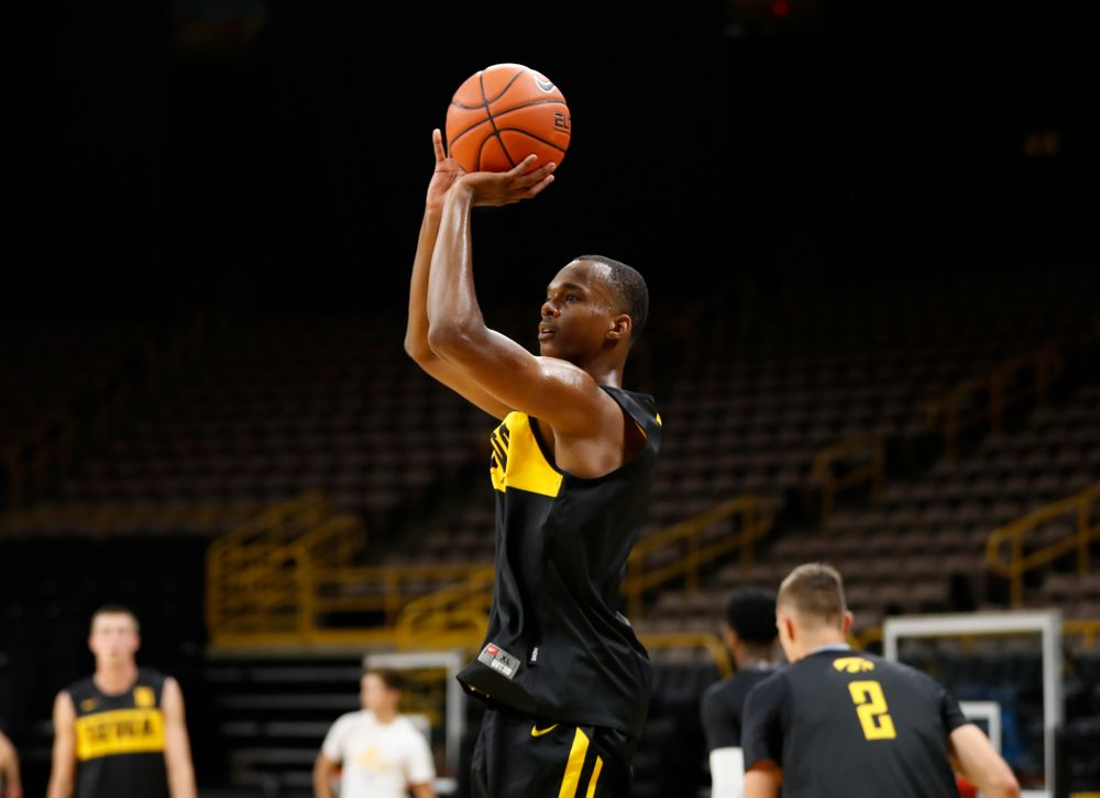 Iowa Hawkeyes guard Maishe Dailey (1) shoots the ball during the first practice of the season Monday, October 1, 2018 at Carver-Hawkeye Arena. (Brian Ray/hawkeyesports.com)