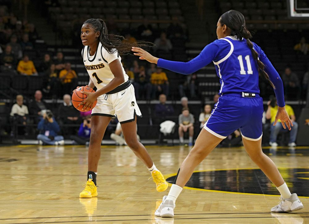 Iowa Hawkeyes guard Tomi Taiwo (1) looks to pass during the first quarter of their game at Carver-Hawkeye Arena in Iowa City on Saturday, December 21, 2019. (Stephen Mally/hawkeyesports.com)