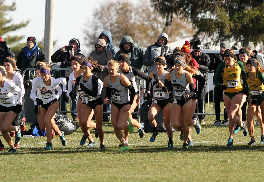 The Iowa women start their 6,000-meter race.