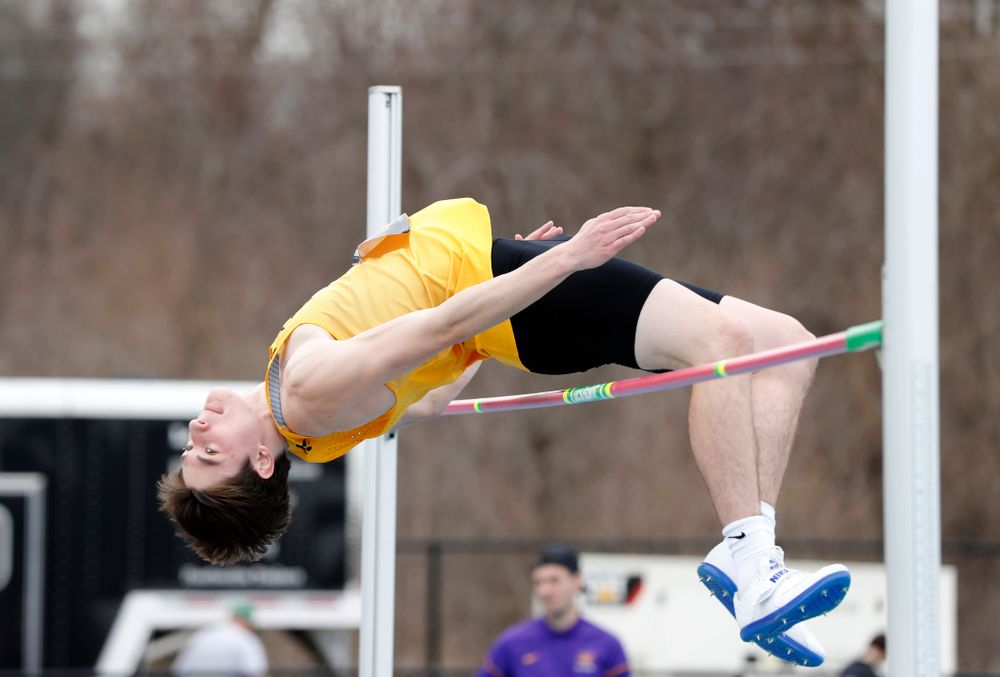 Iowa's Jay Hunt competes in the high jump during the 2018 MUSCO Twilight Invitational  Thursday, April 12, 2018 at the Cretzmeyer Track. (Brian Ray/hawkeyesports.com)