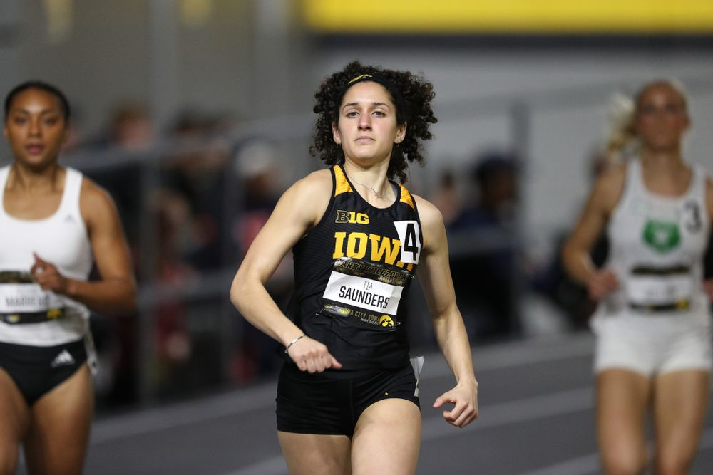 Iowa's Tia Saunders runs the 600 meter premier during the 2019 Larry Wieczorek Invitational Friday, January 18, 2019 at the Hawkeye Tennis and Recreation Center. (Brian Ray/hawkeyesports.com)