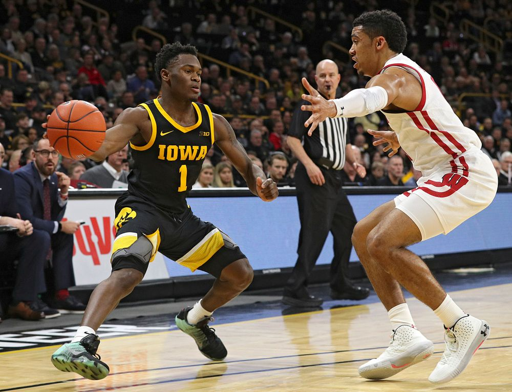 Iowa Hawkeyes guard Joe Toussaint (1) passes the ball during the first half of their game at Carver-Hawkeye Arena in Iowa City on Monday, January 27, 2020. (Stephen Mally/hawkeyesports.com)