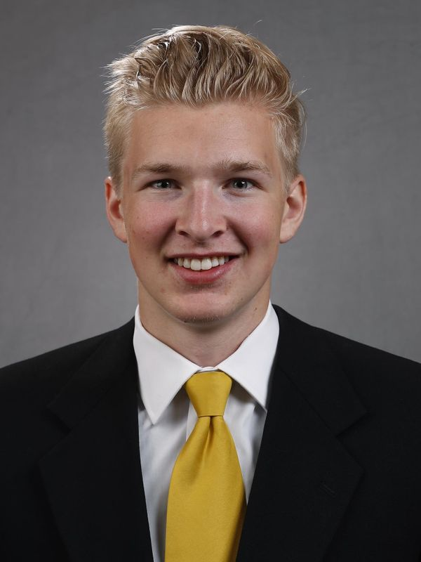 Connor Kapisak - Football - University of Iowa Athletics