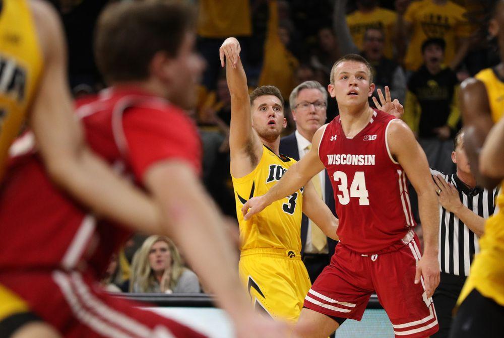 Iowa Hawkeyes guard Jordan Bohannon (3) against the Wisconsin Badgers Friday, November 30, 2018 at Carver-Hawkeye Arena. (Brian Ray/hawkeyesports.com)