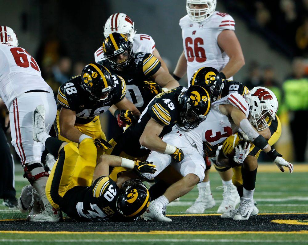 Iowa Hawkeyes linebacker Nick Niemann (49) against the Wisconsin Badgers Saturday, September 22, 2018 at Kinnick Stadium. (Brian Ray/hawkeyesports.com)