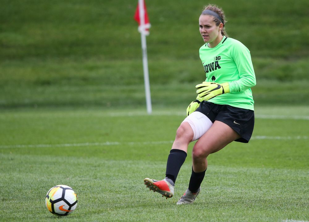 Iowa Hawkeyes goalkeeper Claire Graves (1) passes the ball during a game against Michigan at the Iowa Soccer Complex on October 14, 2018. (Tork Mason/hawkeyesports.com)