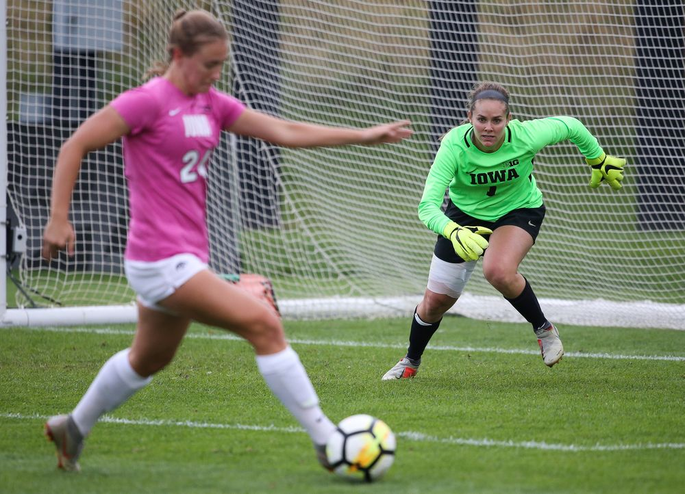 Iowa Hawkeyes goalkeeper Claire Graves (1) charges the ball during a game against Michigan at the Iowa Soccer Complex on October 14, 2018. (Tork Mason/hawkeyesports.com)