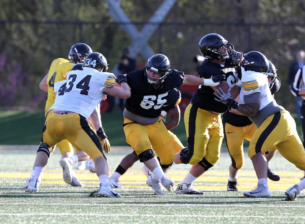 Iowa Hawkeyes offensive lineman Tyler Linderbaum (65)during the teamÕs final spring practice Friday, April 26, 2019 at the Kenyon Football Practice Facility. (Brian Ray/hawkeyesports.com)