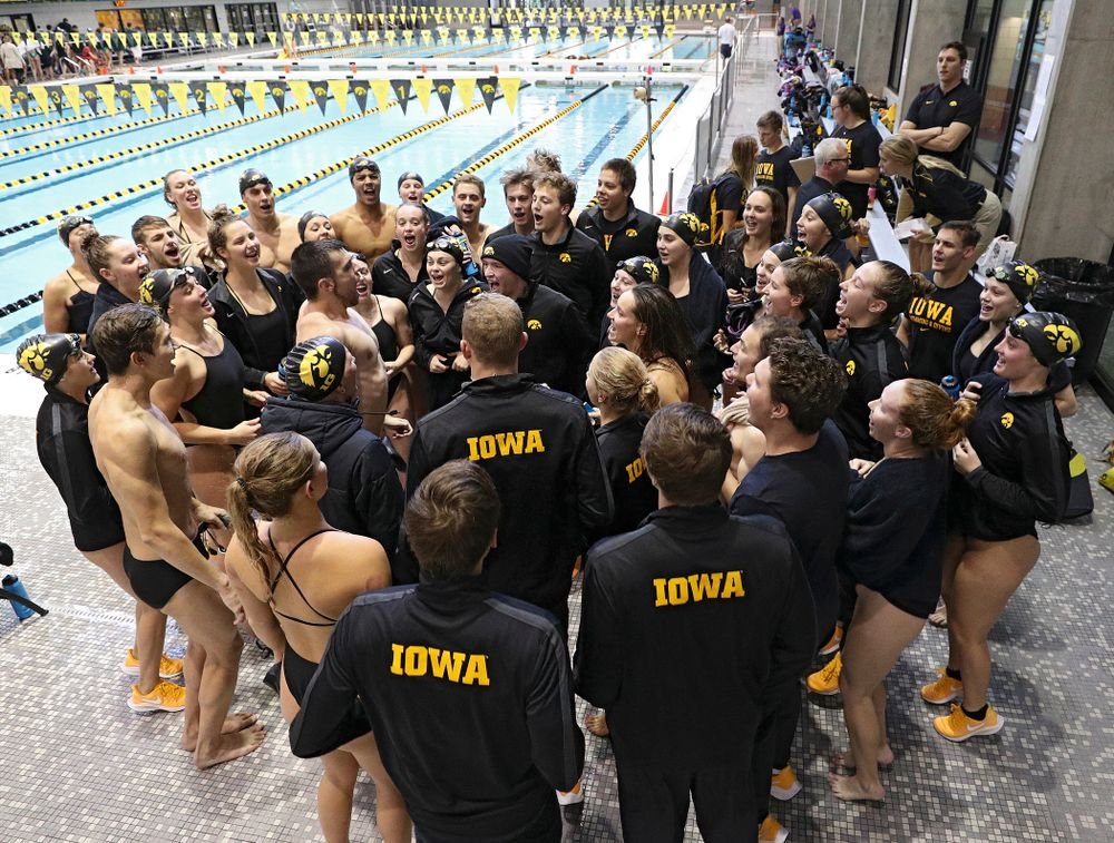 The Iowa Hawkeyes get pumped up before their meet against Michigan State and Northern Iowa at the Campus Recreation and Wellness Center in Iowa City on Friday, Oct 4, 2019. (Stephen Mally/hawkeyesports.com)