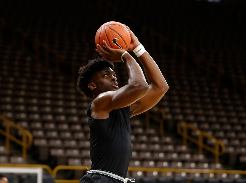 Iowa Hawkeyes guard CJ Fredrick (5) shoots the ball during the first practice of the season Monday, October 1, 2018 at Carver-Hawkeye Arena. (Brian Ray/hawkeyesports.com)