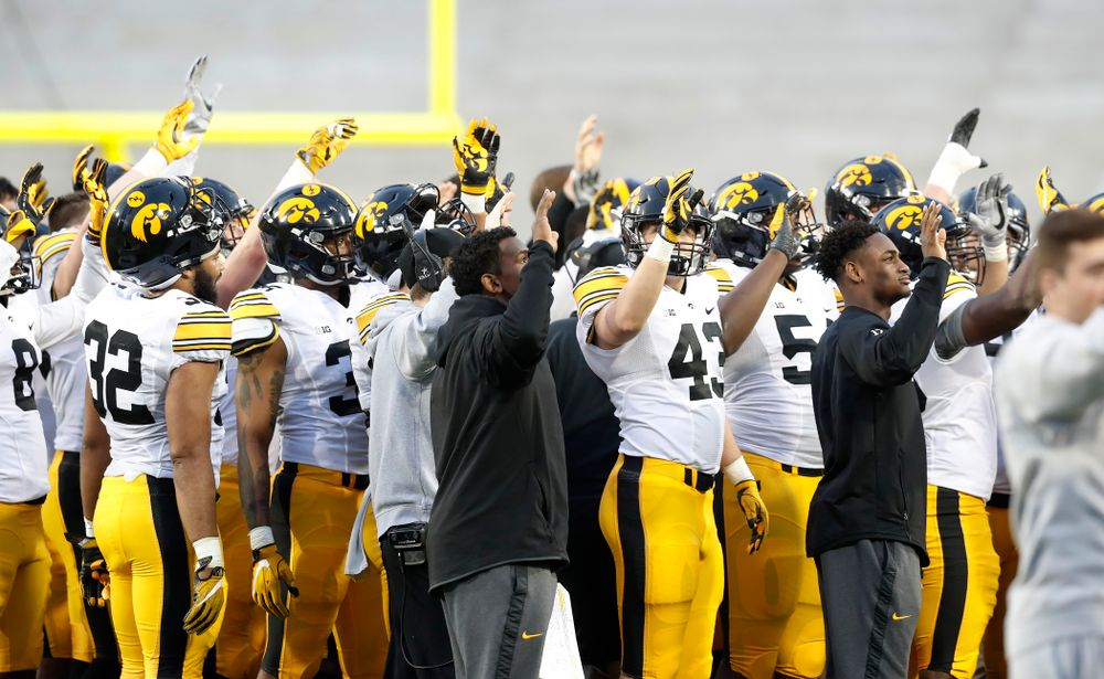 The Iowa Hawkeyes wave to patients in the Stead Family Children's Hospital during their final spring practice Friday, April 20, 2018 at Kinnick Stadium. (Brian Ray/hawkeyesports.com)