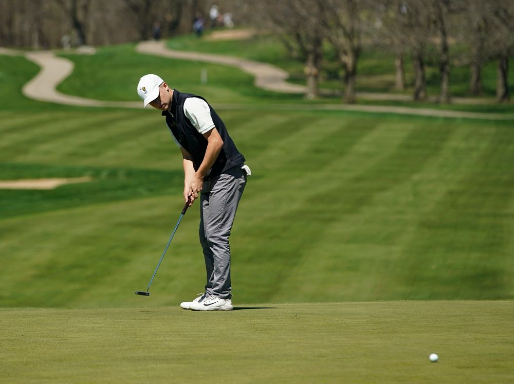 Iowa's Benton Weinberg putts during the first round of the Hawkeye Invitational at Finkbine Golf Course in Iowa City on Saturday, Apr. 20, 2019. (Stephen Mally/hawkeyesports.com)