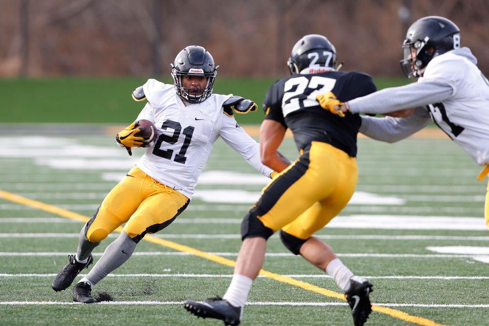 Iowa Hawkeyes running back Ivory Kelly-Martin (21)