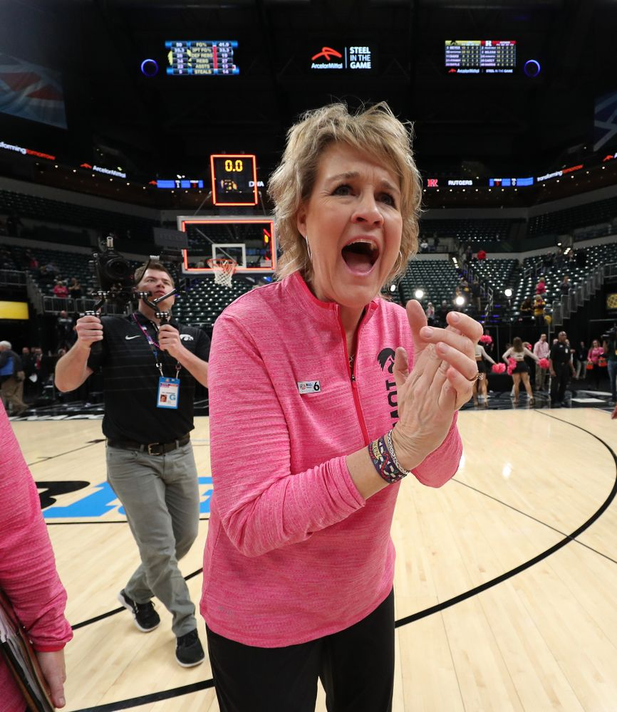 Iowa Hawkeyes head coach Lisa Bluder against the Rutgers Scarlet Knights in the semi-finals of the Big Ten Tournament Saturday, March 9, 2019 at Bankers Life Fieldhouse in Indianapolis, Ind. (Brian Ray/hawkeyesports.com)