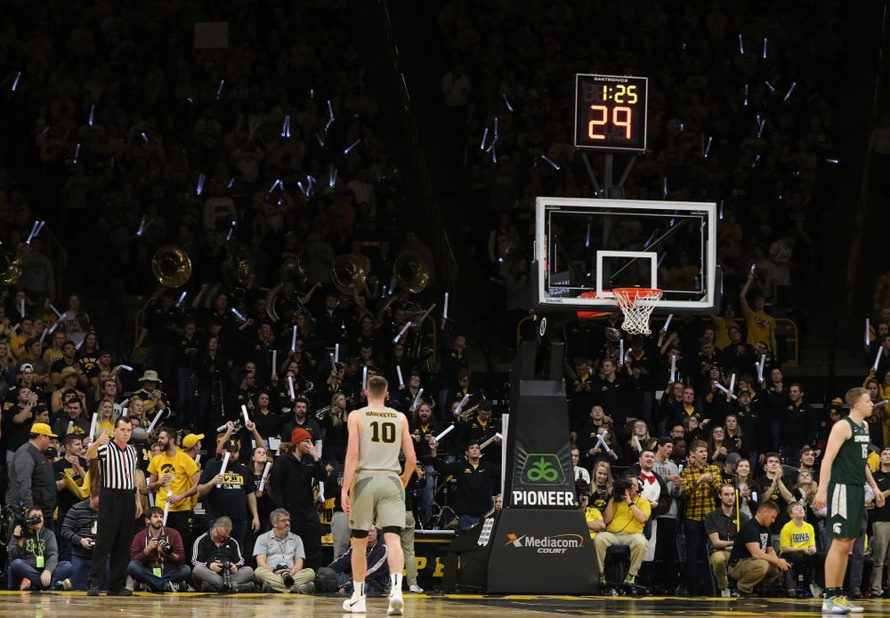 Fans cheer on the Iowa Hawkeyes against the Michigan State Spartans Thursday, January 24, 2019 at Carver-Hawkeye Arena. (Brian Ray/hawkeyesports.com)