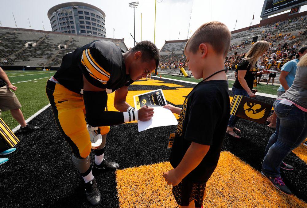 Iowa Hawkeyes tight end Noah Fant (87) during Kids Day Saturday, August 11, 2018 at Kinnick Stadium. (Brian Ray/hawkeyesports.com)