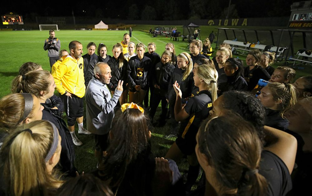 Iowa head coach Dave Diianni talks with his team after their match against Illinois at the Iowa Soccer Complex in Iowa City on Thursday, Sep 26, 2019. (Stephen Mally/hawkeyesports.com)
