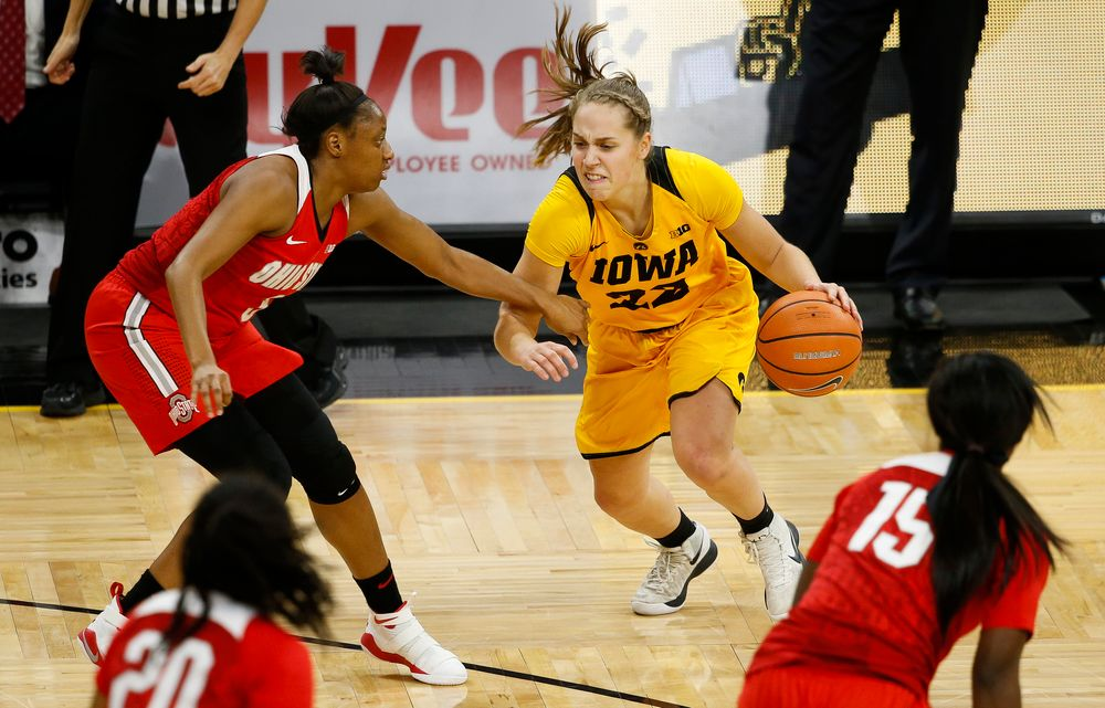 Iowa Hawkeyes guard Kathleen Doyle (22) dribbles the ball during a game against the Ohio State Buckeyes at Carver-Hawkeye Arena on January 25, 2018. (Tork Mason/hawkeyesports.com)