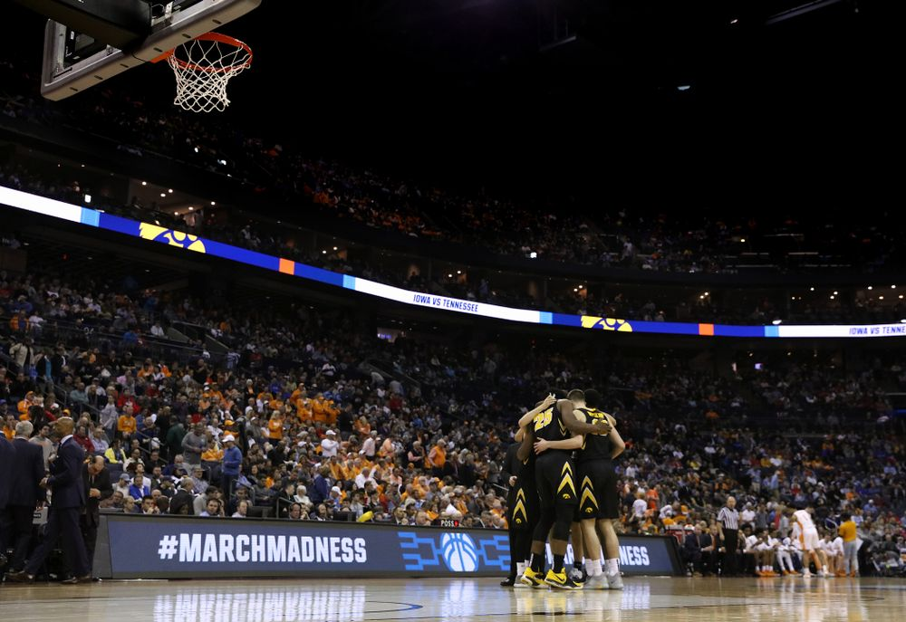 The Iowa Hawkeyes against the Tennessee Volunteers in the second round of the 2019 NCAA Men's Basketball Tournament Sunday, March 24, 2019 at Nationwide Arena in Columbus, Ohio. (Brian Ray/hawkeyesports.com)