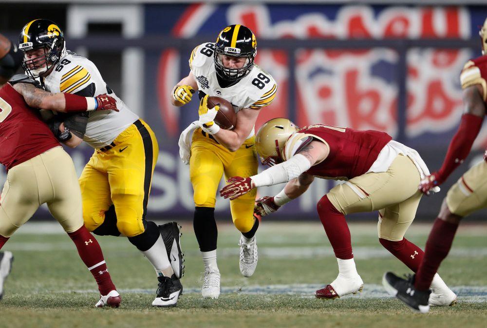 Iowa Hawkeyes wide receiver Matt VandeBerg (89)
