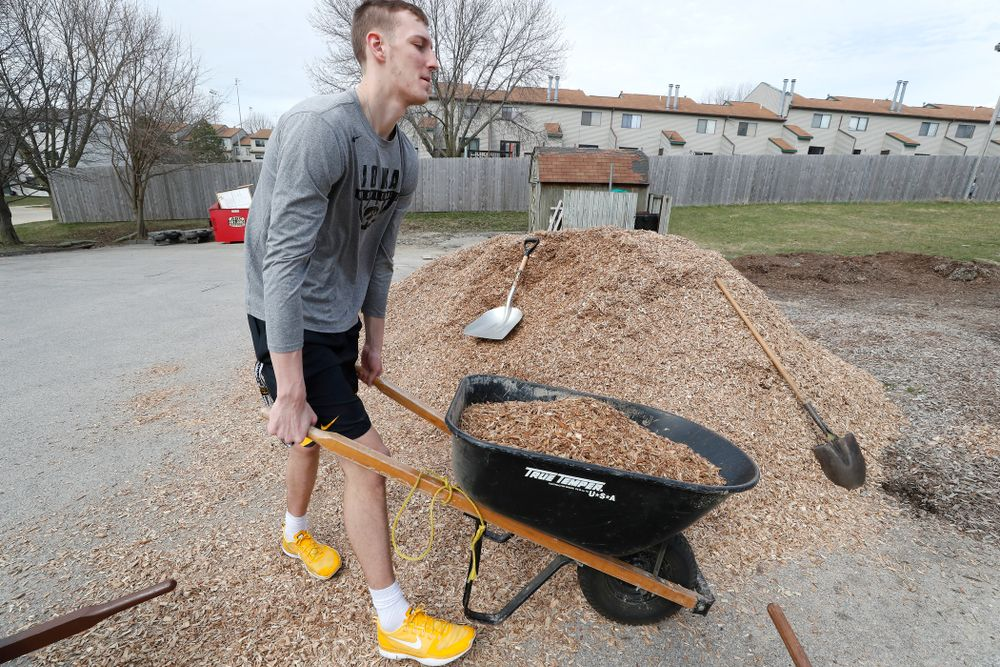 Members of the Iowa Men's Basketball Team  volunteer during the Iowa Athletics Department's annual Day of Caring Sunday, April 22, 2018. (Brian Ray/hawkeyesports.com)