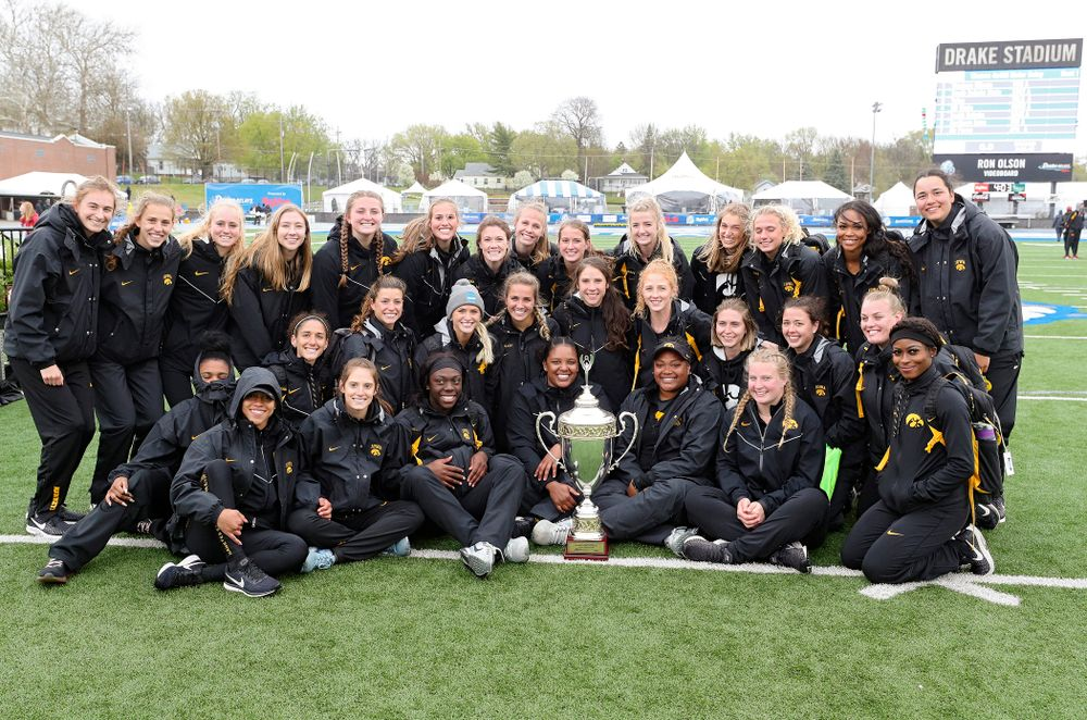 The Iowa Hawkeyes women's team after winning the Hy-Vee Cup on the third day of the Drake Relays at Drake Stadium in Des Moines on Saturday, Apr. 27, 2019. (Stephen Mally/hawkeyesports.com)