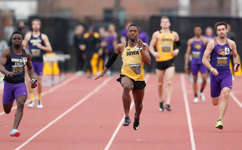 Iowa's Antonio Woodard runs the final leg of 4x100 during the 2018 MUSCO Twilight Invitational  Thursday, April 12, 2018 at the Cretzmeyer Track. (Brian Ray/hawkeyesports.com)