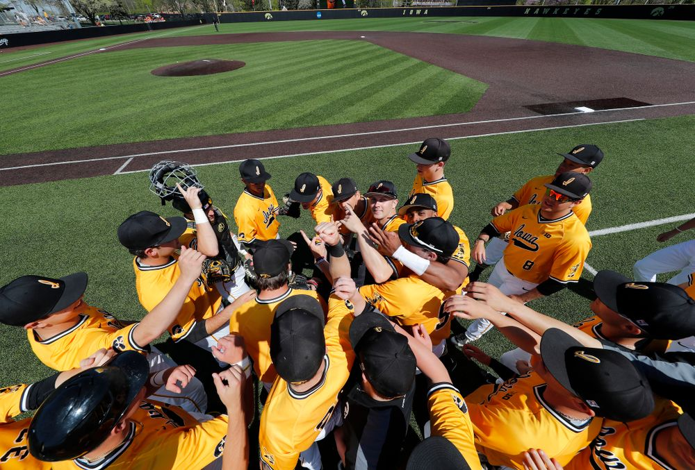 The Iowa Hawkeyes take the field against the Oklahoma State Cowboys Sunday, May 6, 2018 at Duane Banks Field. (Brian Ray/hawkeyesports.com)