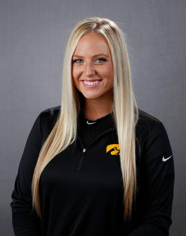 Shayla Starkenburg - Softball - University of Iowa Athletics