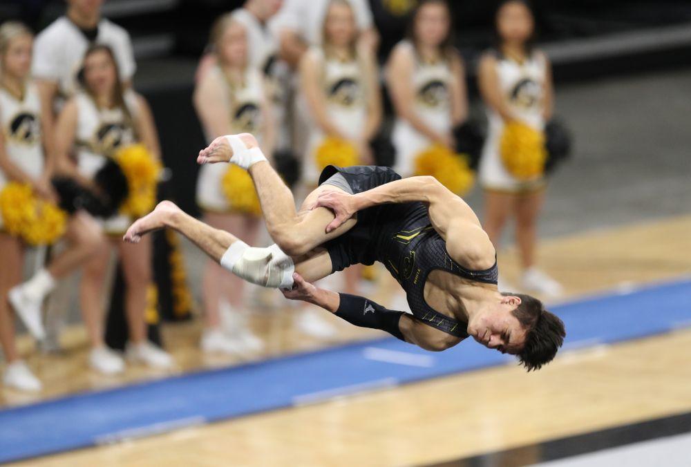 Iowa's Evan Davis competes on the floor against Oklahoma Saturday, February 9, 2019 at Carver-Hawkeye Arena. (Brian Ray/hawkeyesports.com)