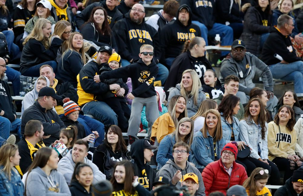 Fans of the Iowa Hawkeyes during the final spring practice Friday, April 20, 2018 at Kinnick Stadium. (Brian Ray/hawkeyesports.com)