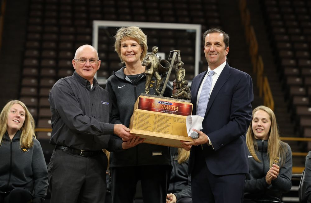 Iowa Hawkeyes head coach Lisa Bluder is presented with the Naismith Coach Of the Year Trophy during the teamÕs Celebr-Eight event Wednesday, April 24, 2019 at Carver-Hawkeye Arena. (Brian Ray/hawkeyesports.com)