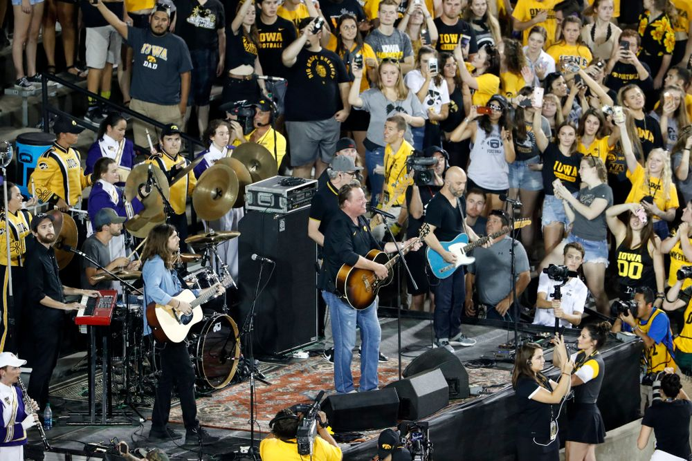 """Country artist Pat Green performs """"Wave on Wave"""" during halftime of the Iowa Hawkeyes game against the Northern Iowa Panthers Saturday, September 15, 2018 at Kinnick Stadium. (Brian Ray/hawkeyesports.com)"""