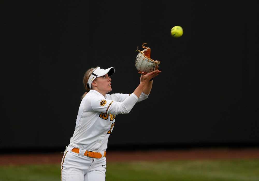 Iowa Hawkeyes outfielder Allie Wood (17) against the Minnesota Golden Gophers  Thursday, April 12, 2018 at Bob Pearl Field. (Brian Ray/hawkeyesports.com)