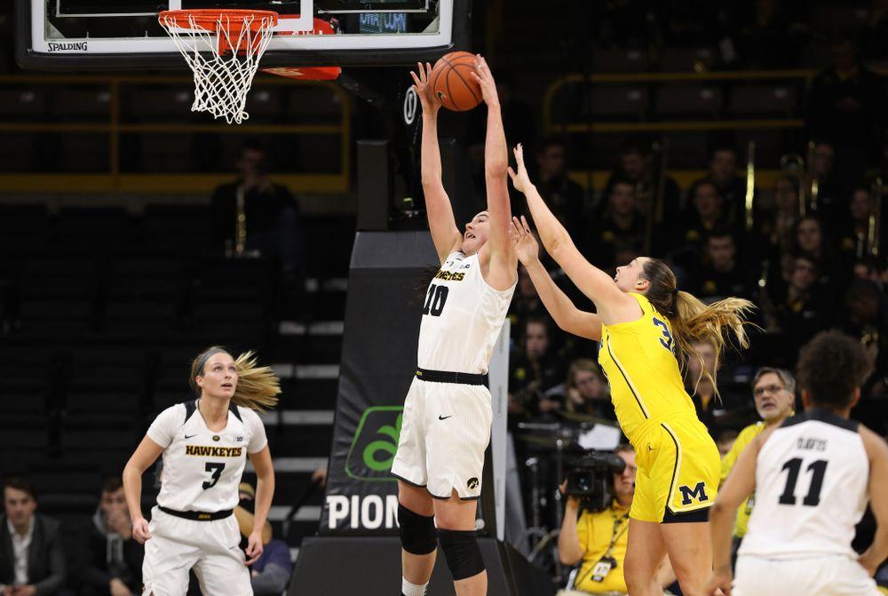 Iowa Hawkeyes forward Megan Gustafson (10) gainst the Michigan Wolverines Thursday, January 17, 2019 at Carver-Hawkeye Arena. (Brian Ray/hawkeyesports.com)