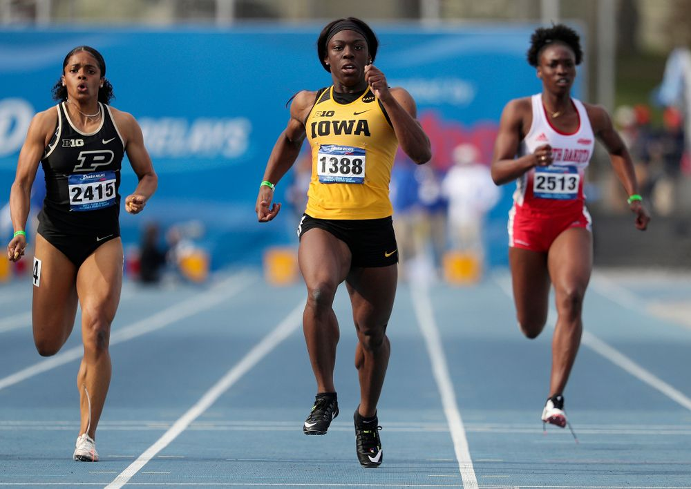 Iowa's Antonise Christian runs the women's 200 meter dash event during the second day of the Drake Relays at Drake Stadium in Des Moines on Friday, Apr. 26, 2019. (Stephen Mally/hawkeyesports.com)